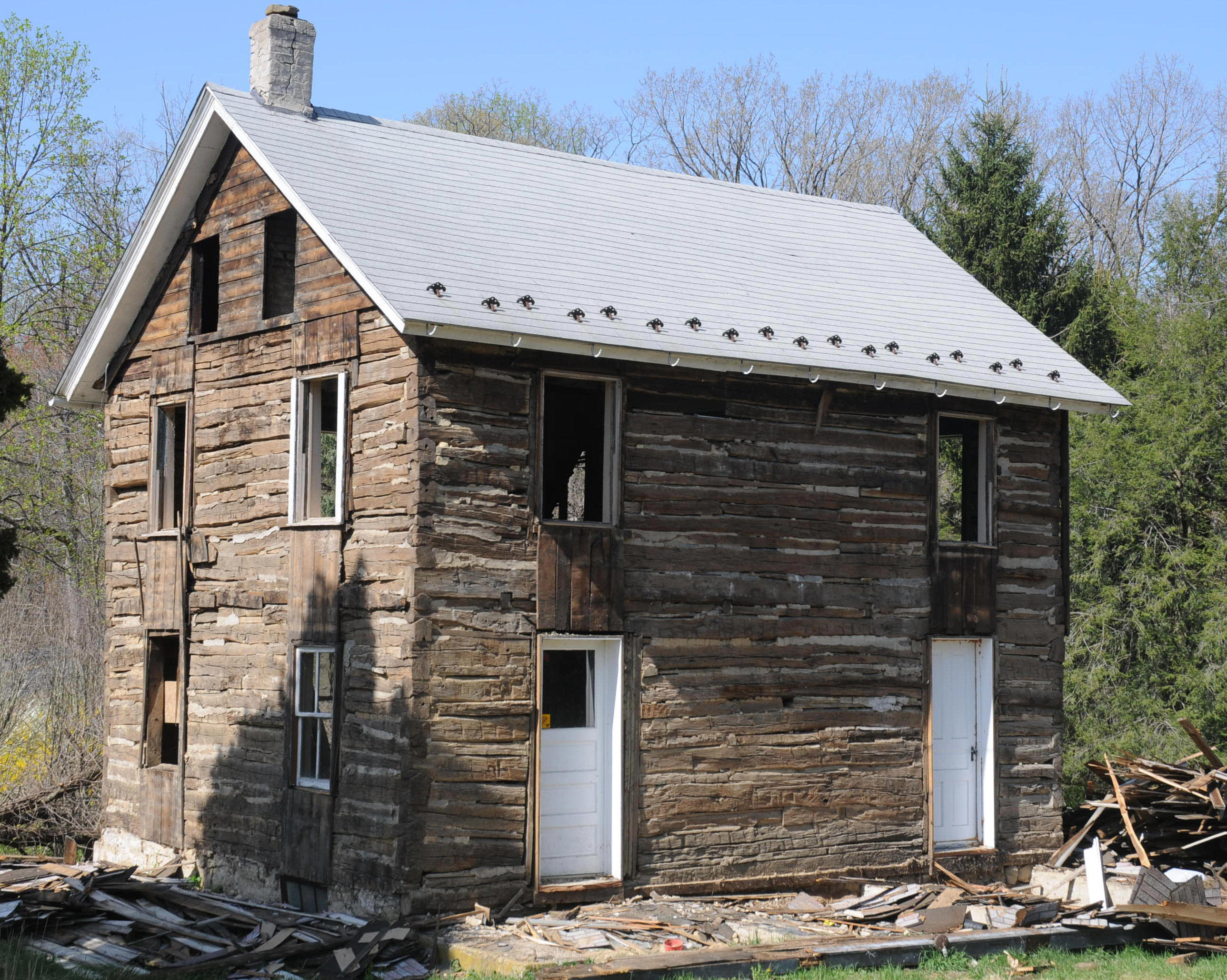 Vintage Log House Northern Lehigh County. Full resolution  snapshot, nominally Width 2577 Height 2058 pixels, snapshot with #195BB2.